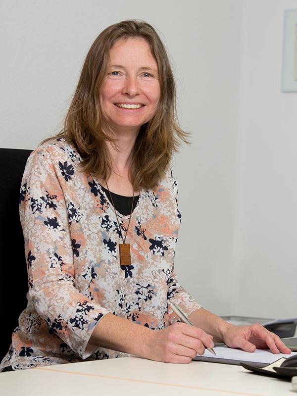 Dipl.-Betriebswirtin (FH)  <br />Claudia Gräbe
